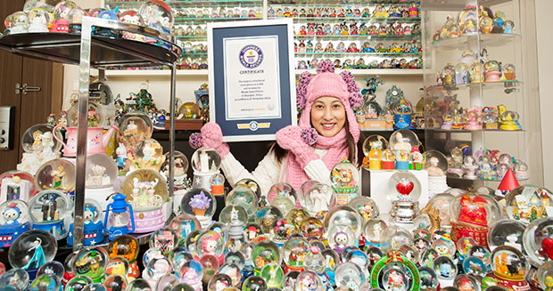 Largest collection of snow globes GWR certificate