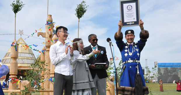 Largest gathering of people wearing traditional Yakut clothing certificate presentation